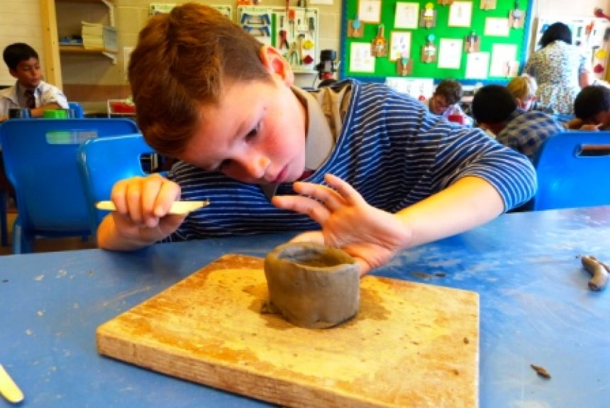 Y4 making clay pots